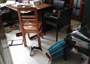 বিএনপি-জামায়াতকে অভিযুক্ত করলেন নিজেই ভাঙচুর করে
